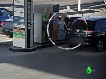 Dos agentes fuera de servicio pillan in fraganti a un ladrón que intentaba robar un bolso en una gasolinera