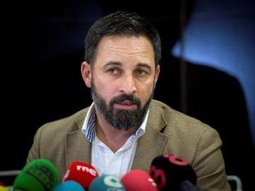 Santiago Abascal ante los medios