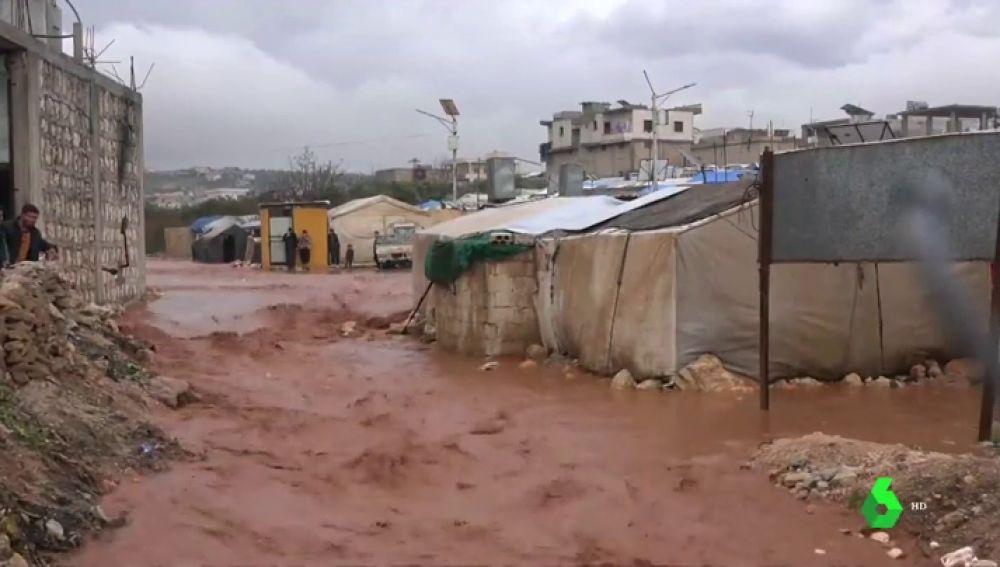 Más de 250.000 sirios afectados por las inundaciones en los campos de desplazados al norte del país