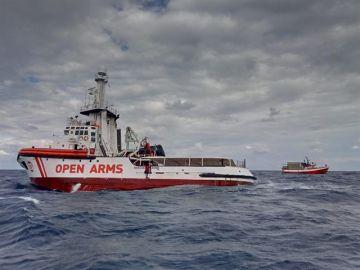 El Open Arms navegando