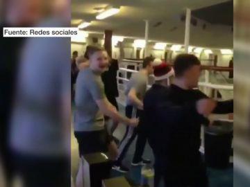 Presos celebrando la Navidad en la cárcel