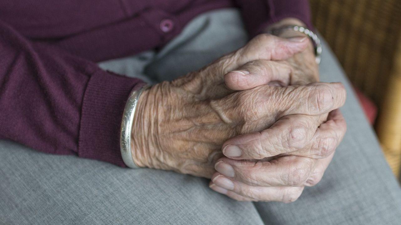 Imagen de archivo manos de una anciana