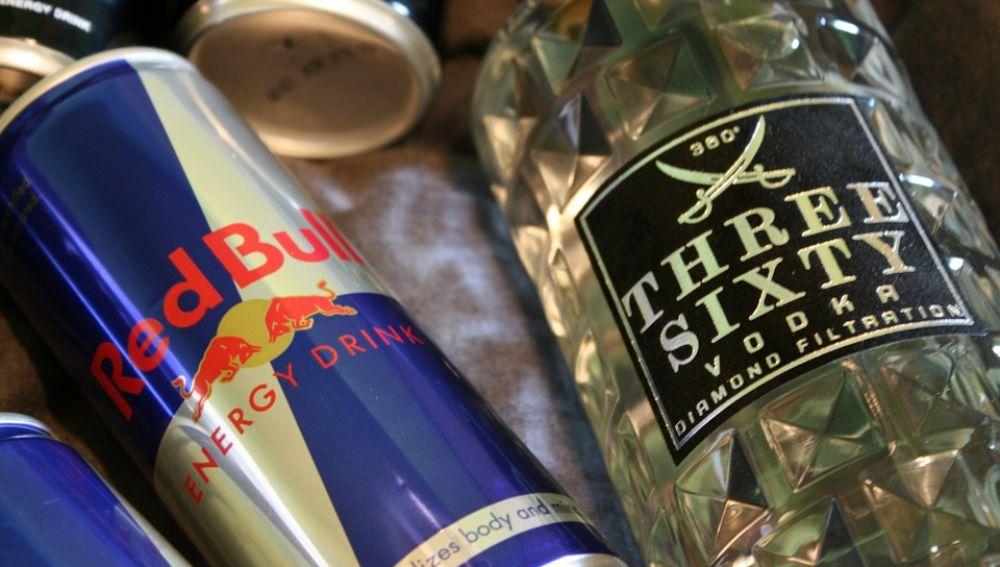 Imagen de archivo bebida energética y alcohol