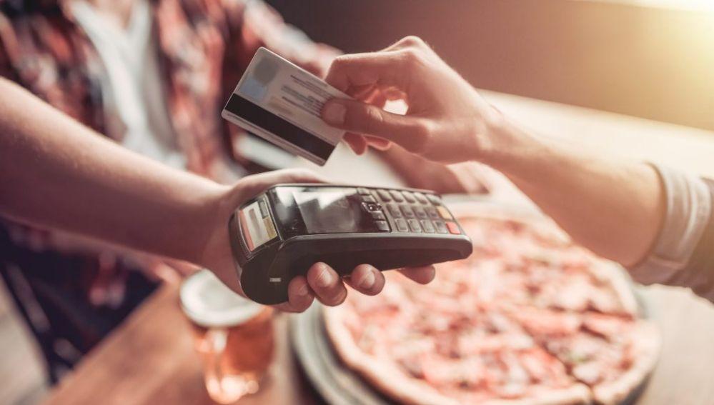 Imagen de archivo pagando la cuenta