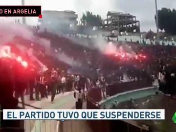 Batalla campal entre aficionados y policía en Argelia: hay más de 60 heridos