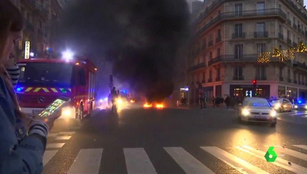 Evacuado el portavoz del Gobierno francés por un ataque de  los  'chalecos amarillos'