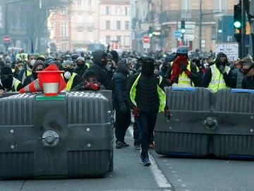 Enfrentamiento entre los agentes y los 'chalecos amarillos' en Toulouse