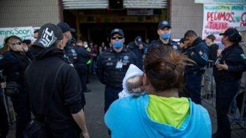 """Desalojado un almacén al que llaman albergue """"Contra Viento y Marea"""" en Tijuana"""