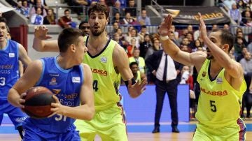 Ante Tomic defiende una acción ante el San Pablo Burgos