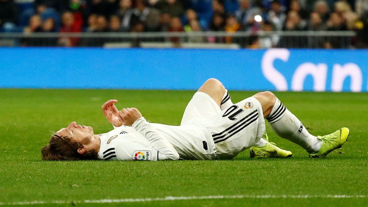 El Real Madrid se desconecta de LaLiga tras caer ante la Real Sociedad en  un Bernabéu semivacío  efedc1b974008