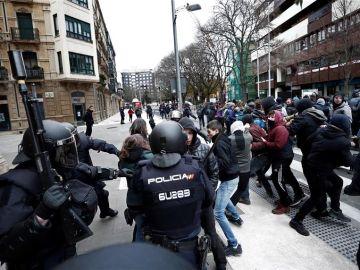 Protestas en Pamplona tras le desalojo del edificio okupa