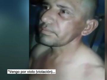 Fragmento del vídeo en el que el preso es golpeado y vejado