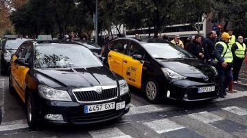 Los taxistas de Barcelona protestan contra Uber y Cabify