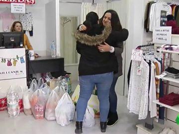 Vecinos de Totalán reúnen alimentos para ayudar en las tareas de rescate
