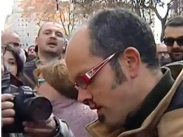 Imagen del periodista agredido por taxistas en Barcelona