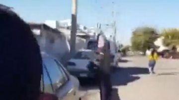 Una madre lanza una chancla a su hija se hace viral en Twitter