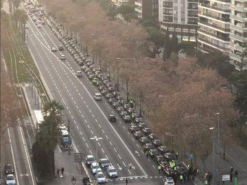 Imagen de decenas de vehículos VTC en la Avenida Diagonal de Barcelona
