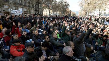Imagen de participantes a la asamblea de taxistas en Barcelona