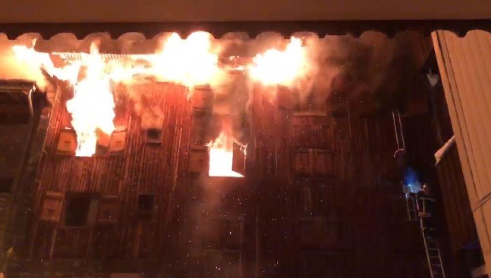 Incendio en una estación de esquí en los Alpes franceses