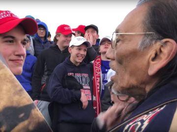 Adolescentes pro Trump se burlan de un nativo americano