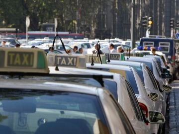 Imagen de archivo de decenas de taxistas en Madrid en una jornada de huelga