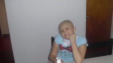 Un joven muestra su cambio años después de superar el cáncer