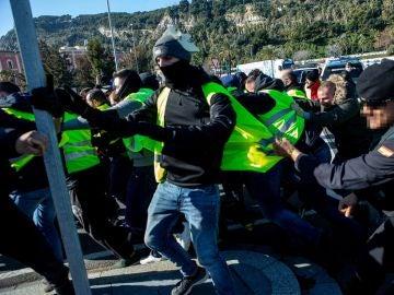 Taxisas se manifiestan contra los vehículos VTC en Madrid y Barcelona