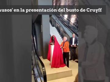 Después del busto de Cristiano Ronaldo llega el de Cruyff: ojo a la reacción de los presentes