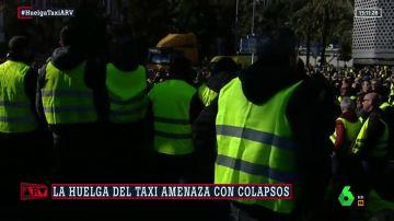 Tensión en el puerto de Barcelona: un guardia civil, herido tras romper los taxistas el cordón policial