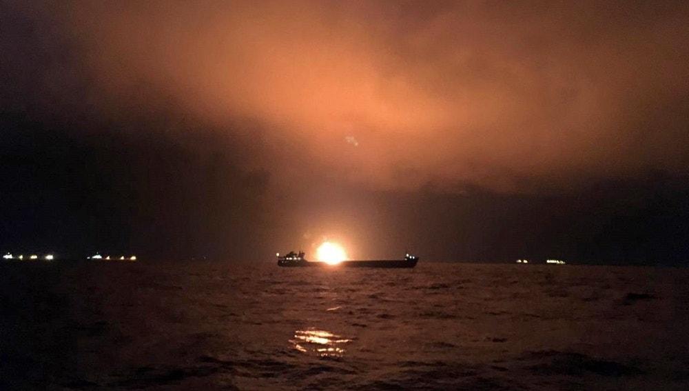Dos barcos se incendian en el Estrecho de Kerch, entre la frontera de Crimea y Rusia