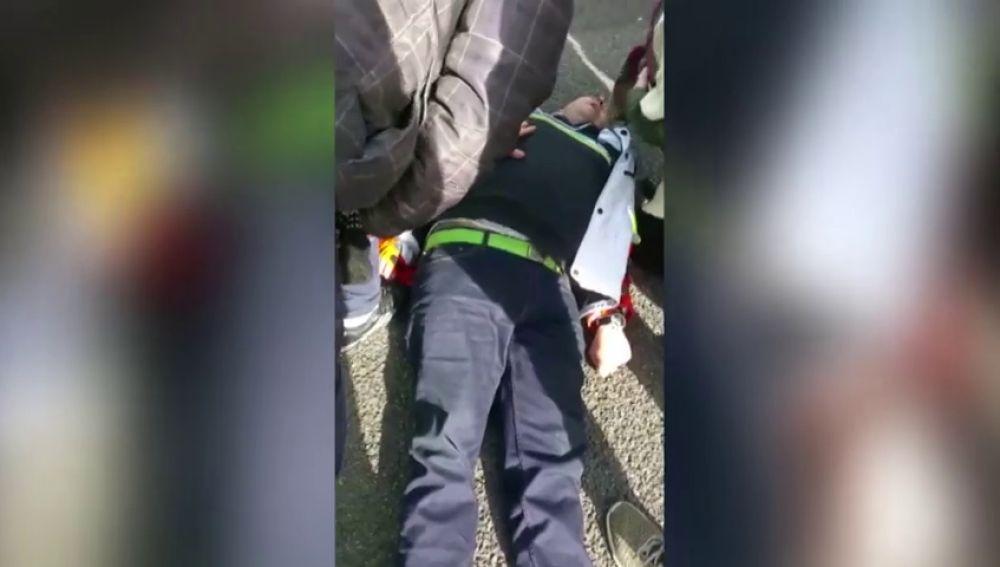 """""""Menuda hostia en la cabeza; necesita collarín"""": la tensa imagen del atropello de un conductor de VTC a un taxista"""