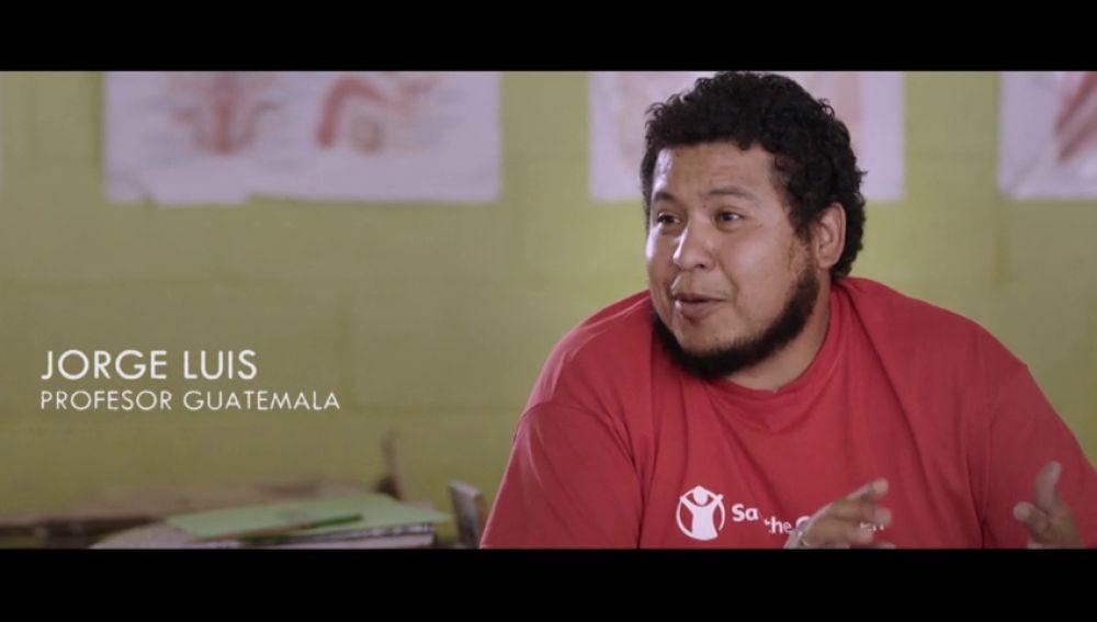 """""""Aunque les digan que les van a violar o les van a matar se arriesgan a ir a Estados Unidos"""": hablamos con un profesor de Guatemala"""