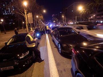 Los VTC paralizan la Diagonal en Barcelona.