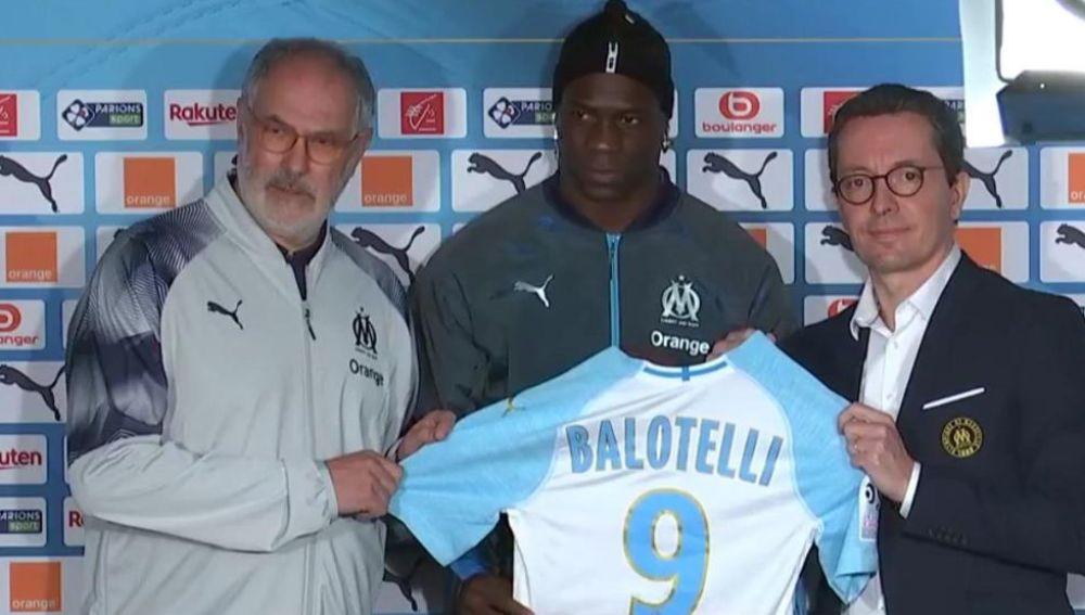 Mario Balotelli tras cerrar su fichaje con el Marsella de Zubizarreta.