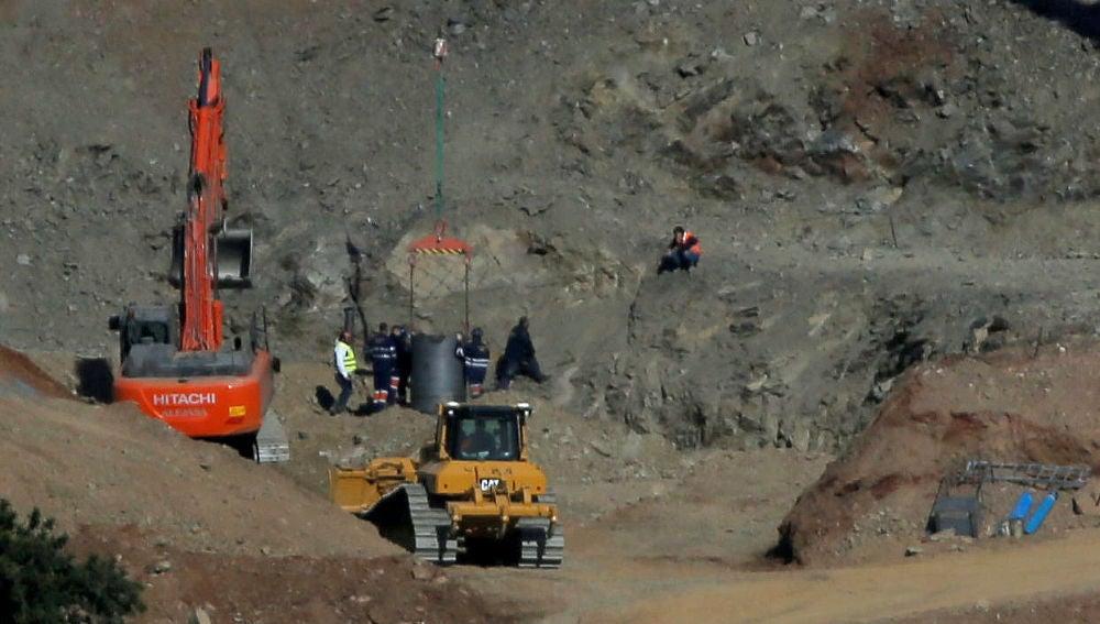 Los mineros junto al pozo de Totalán (Málaga).