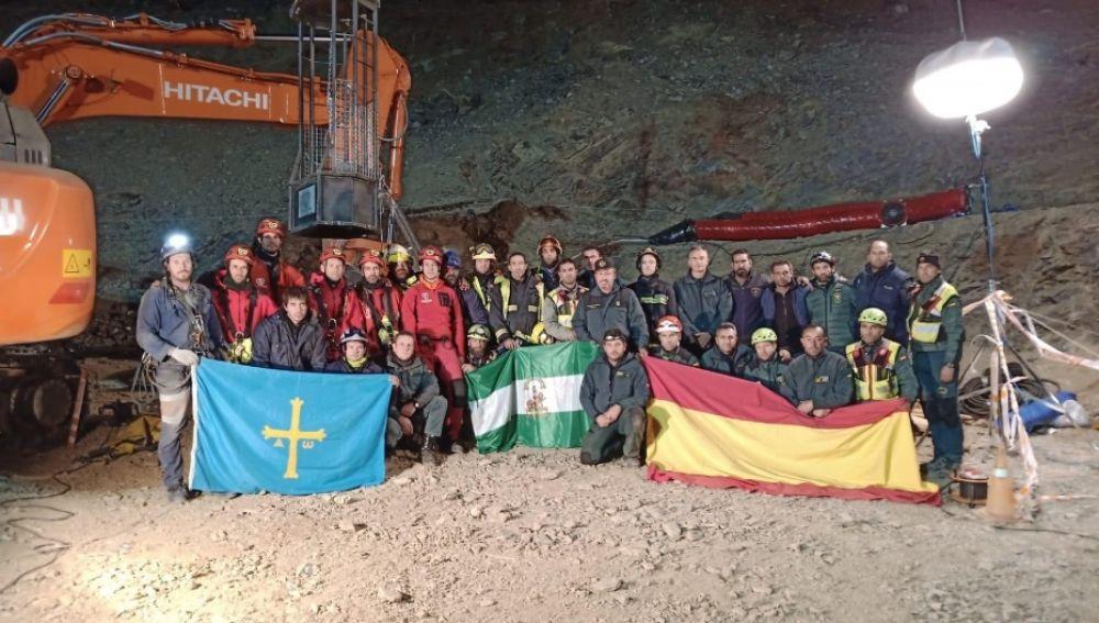 Fotografía del equipo que ha trabajado en el rescate del pequeño Julen.