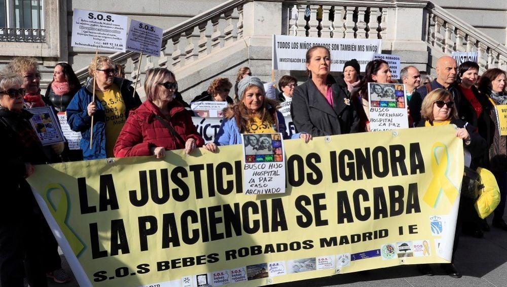 Imagen de la manifestación estatal de víctimas por el robo de bebés en Madrid