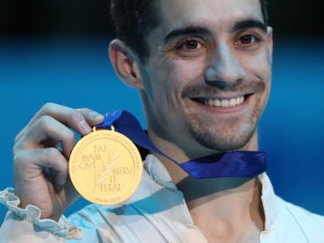 Javier Fernández, con el oro