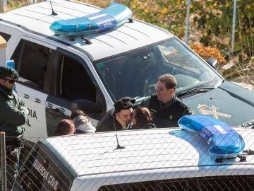 Los padres de Julen junto a varios guardias civiles