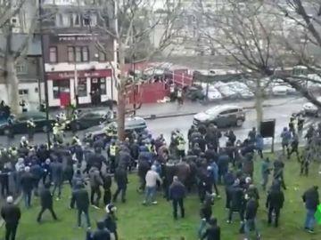 La brutal pelea entre los hooligans del Milwall y del Everton que dejó un herido por arma blanca