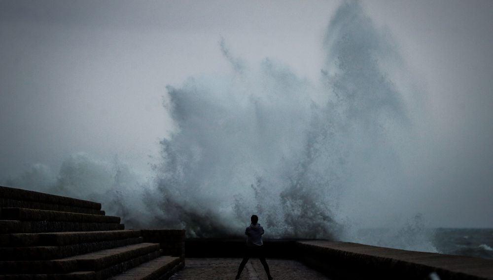 Imagen de archivo de oleaje en San Sebastián