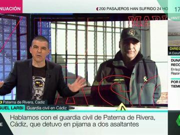 """Hablamos con el guardia civil que detuvo en pijama a dos ladrones en Cádiz: """"Me puse el batín, cogí las esposas y fui allí"""""""