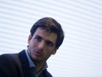 Carlos Sainz en un evento de cosmética