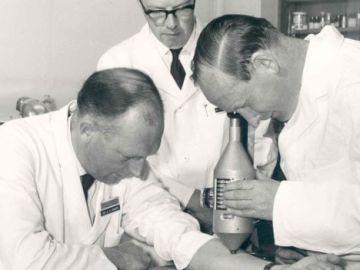 Stewart Adams, John Nicholson y R.Cobb en Boots