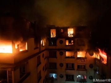 El incendio de un edificio de viviendas en París