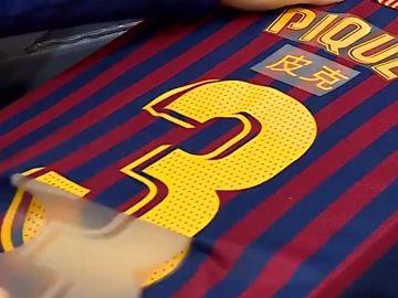 La camiseta del Barcelona con los nombres en chino