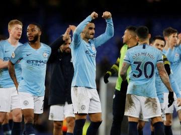 Los jugadores del Manchester City celebran su victoria ante el Everton
