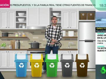 Cubos de reciclaje en la cocina