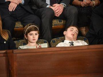 Joshua Trump dormido en el discurso del Estado de la Unión