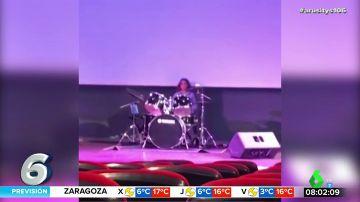 Antonio Orozco presume de las dotes de músico de su hijo: de hacer de DJ a tocar la batería y el piano